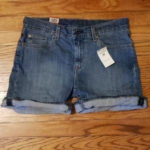 NWT Levi's Mid Rise Mid Length Shorts